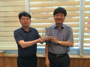 Professor Chang-Ock Lee Receives an Appreciation Plaque